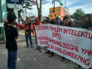 Aksi depan kantor gubernur sulsel